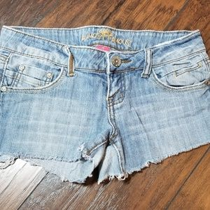 ALMOST FAMOUS CUT OFF JEAN SHORTS A190